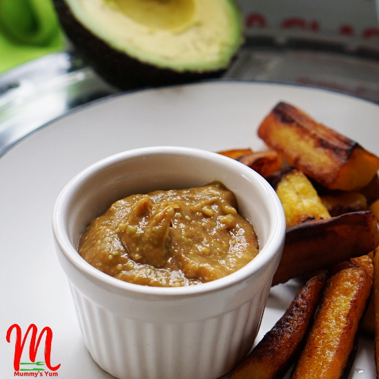 Avocado and Ketchup mixed to get yummy kid-friendly dip